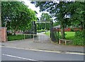 SO8983 : Mary Stevens Park entrance in Stanley Road by P L Chadwick