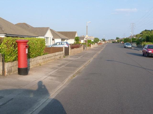 Alderney: postbox № BH12 271, Corbiere Avenue