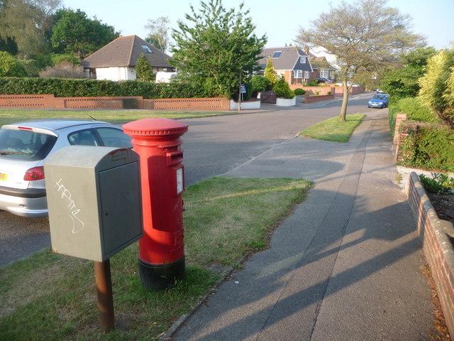 Alderney: postbox № BH12 232, Evering Avenue