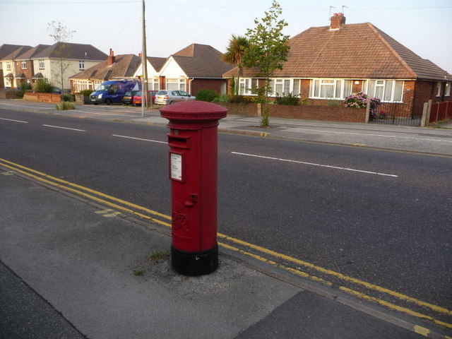 Newtown: postbox № BH12 41, Ringwood Road
