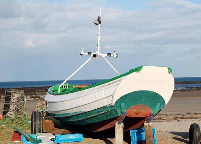 Coble on shore at Boulmer (2)