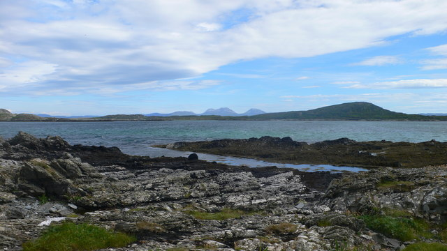 Looking south-west from Ardskenish with the Paps of Jura on the horizon