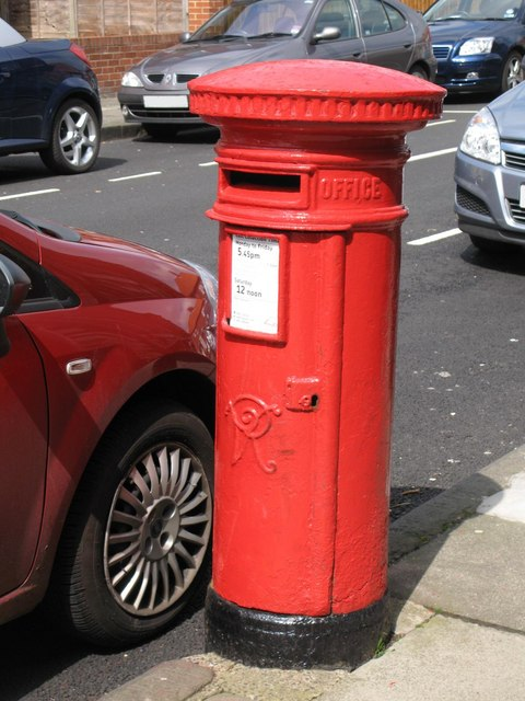 Victorian postbox, Manor House Road