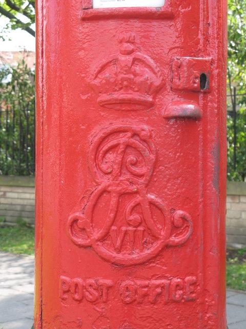 Edward VII postbox, Church Avenue / St. Nicholas Avenue - royal cipher