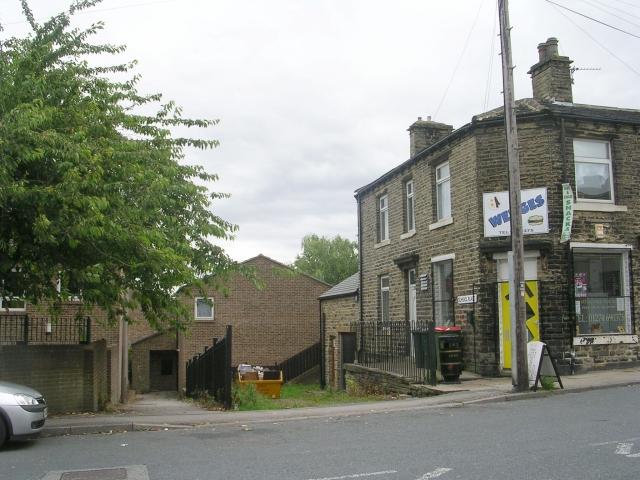 School Place - Huddersfield Road