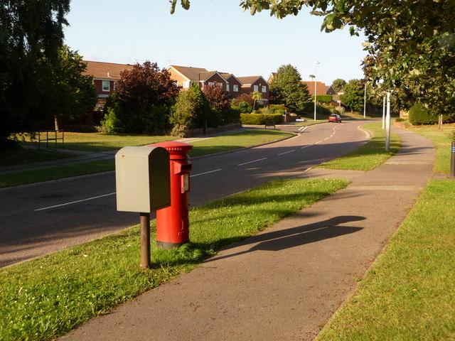 Canford Heath: postbox № BH17 16, Culliford Crescent