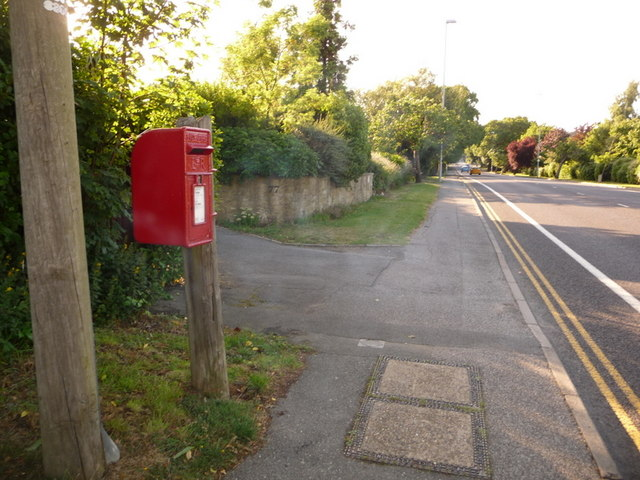 Broadstone: postbox № BH18 122, Lower Blandford Road
