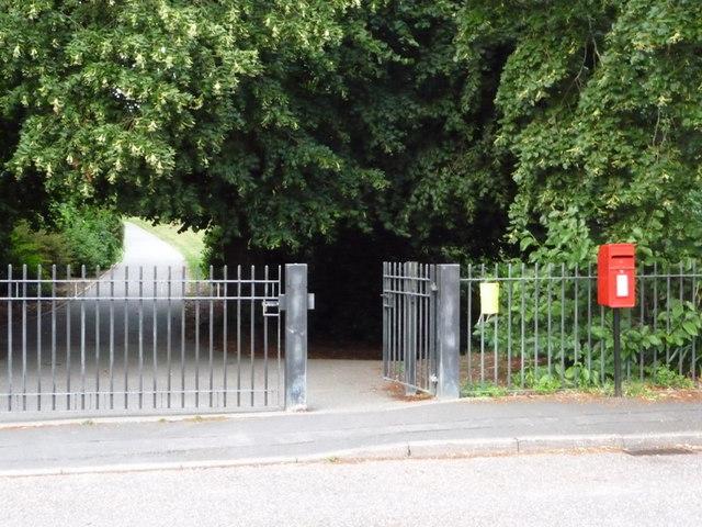 Broadstone: postbox № BH18 220, Ridgeway