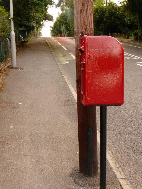 Broadstone: postbox № BH18 77, Springdale Road