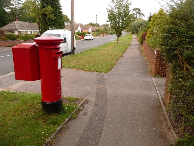 Broadstone: postbox № BH18 146, Clarendon Road