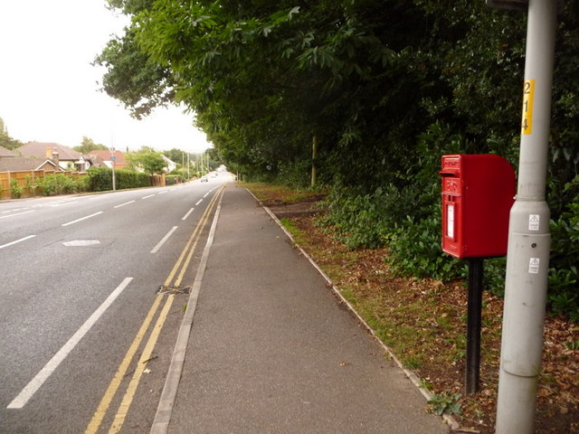 Broadstone: postbox № BH18 83, Lower Blandford Road