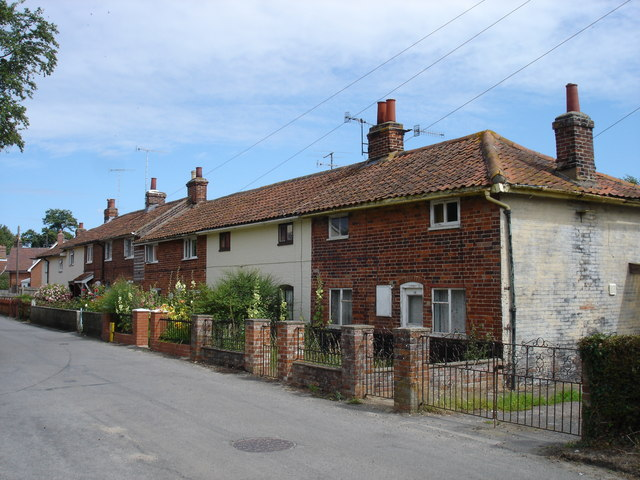 Old cottages along Spring Lane