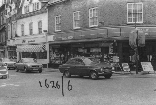 Traffic emerging from Bell Street the wrong way in 1980