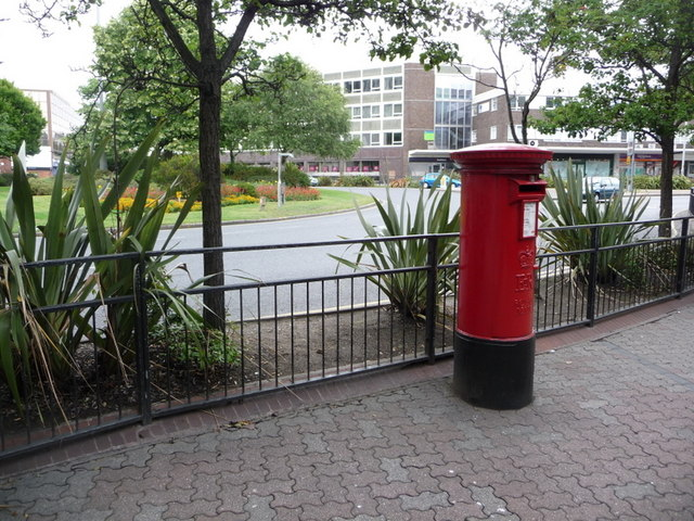 Poole: postbox № BH15 18, George Roundabout
