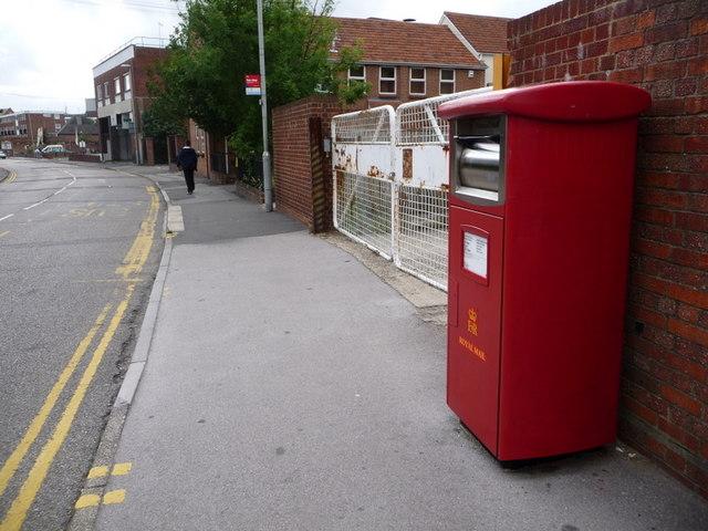 Poole: postbox № BH15 301, Lagland Street