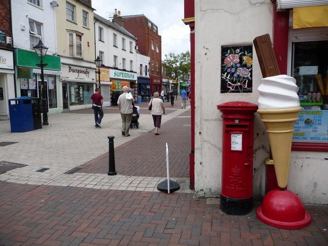 Poole: postbox № BH15 28, Old Orchard