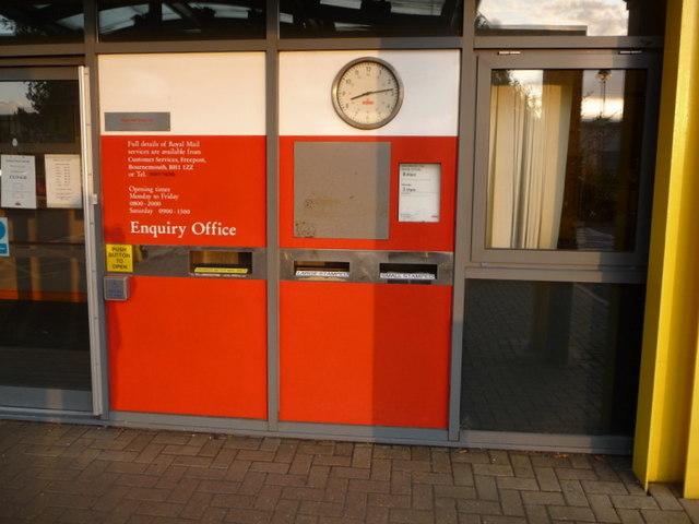 Fleetsbridge: postbox № BH17 2000, Witney Road