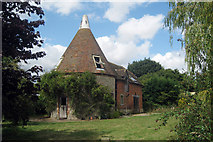 TQ9145 : Oast House at Elvey Farm, Elvey Farm Road, Pluckley, Kent by Oast House Archive