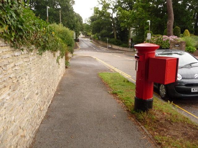 Branksome: postbox № BH13 309, Lakeside Road