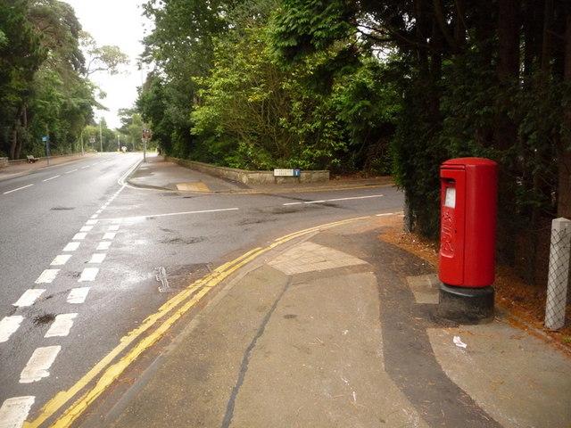 Canford Cliffs: postbox № BH13 311, Western Road