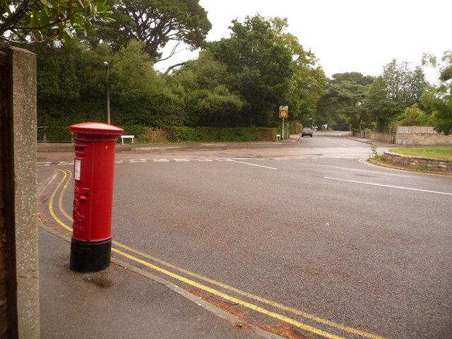 Canford Cliffs: postbox № BH13 128, Flaghead Road