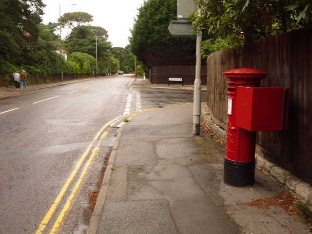 Canford Cliffs: postbox № BH13 196, Haven Road