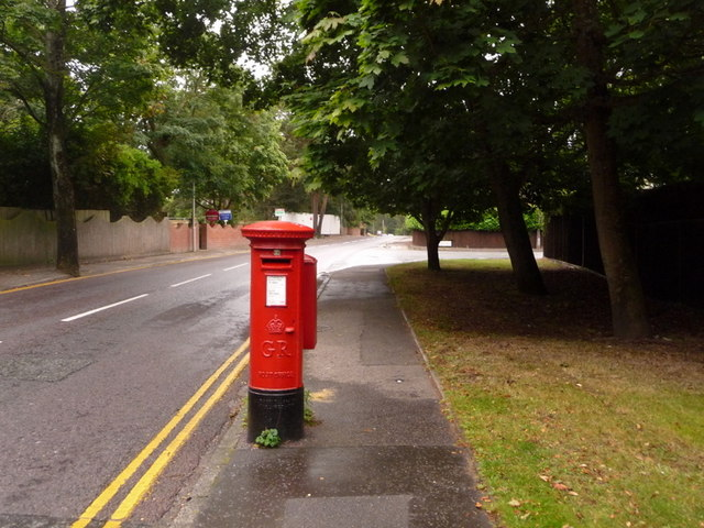 Canford Cliffs: postbox № BH13 233, Haven Road