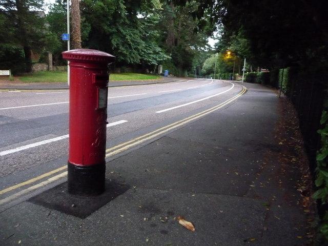 Branksome: postbox № BH13 130, Lindsay Road