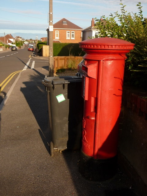 Parkstone: postbox № BH12 127, Rosemary Road