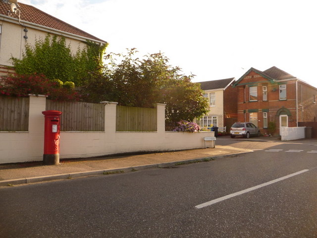 Parkstone: postbox № BH12 142, Crest Road