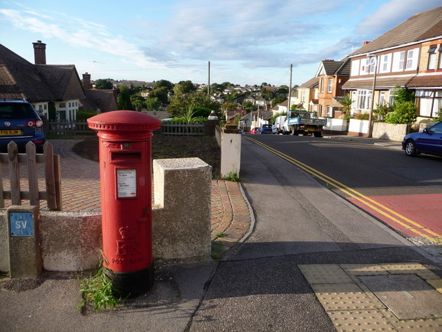 Parkstone: postbox № BH12 44, Livingstone Road