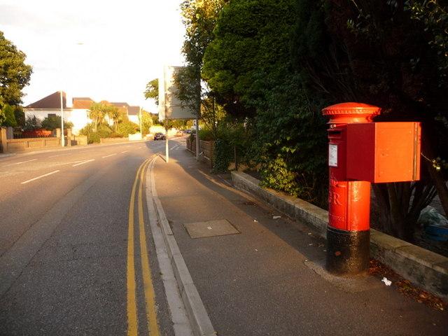 Poole: postbox № BH14 157, Sandbanks Road