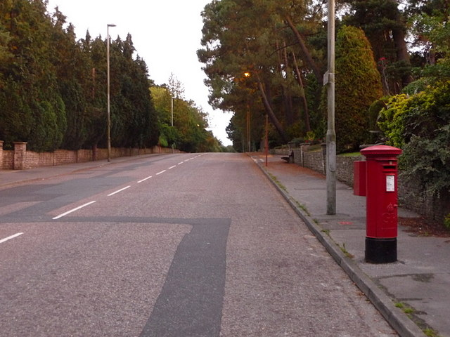 Canford Cliffs: postbox № BH14 303, Canford Cliffs Road