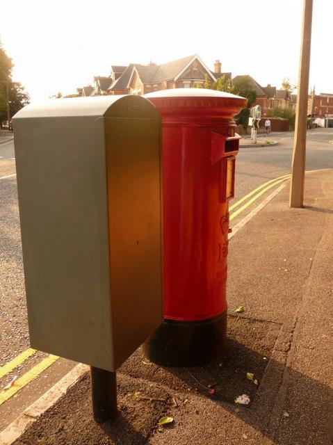 Parkstone: postbox № BH14 47, Alexandra Road