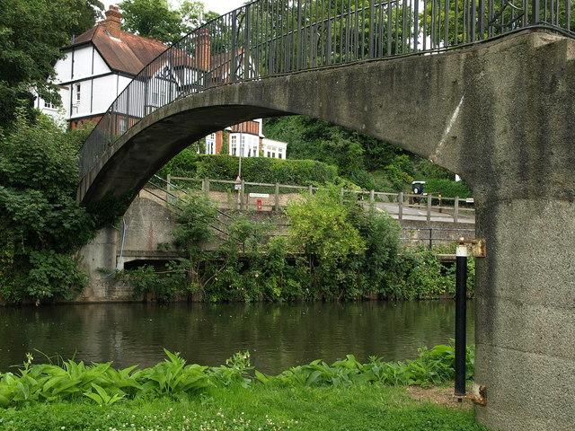 Footbridge over the Wey Navigation