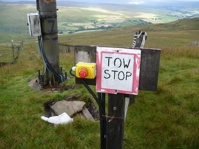 Control gear and pylon on ski tow at Yad Moss