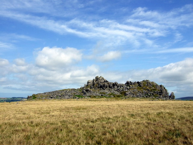 Carn Alw fortified outcrop