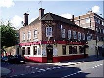 TQ3479 : The Royal George pub by Chris Lordan