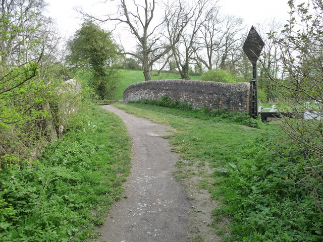 Great Bedwyn - Bridge Over The Canal