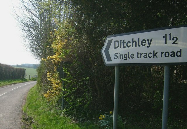 Ditchley Lane Sign (A44)