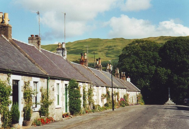 Straiton village street looking towards Highgate Hill