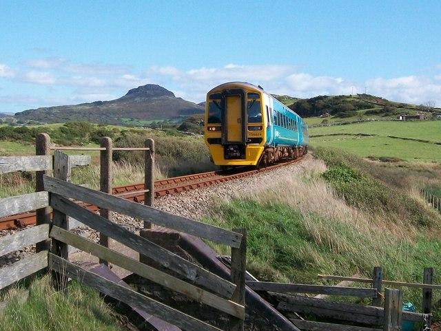 The Arriva Wales train to Pwllheli approaching the Graig-Ddu pedestrian crossing