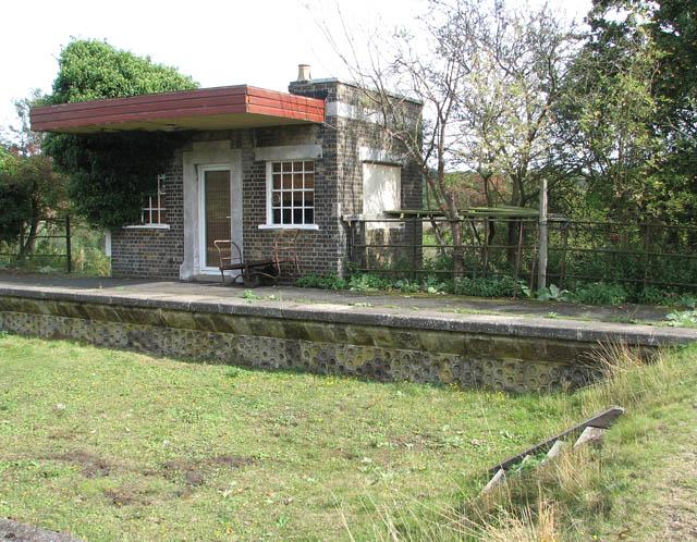 Haddiscoe High Level station - the waiting room