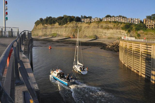 Sunday morning rush hour - Cardiff Bay lock