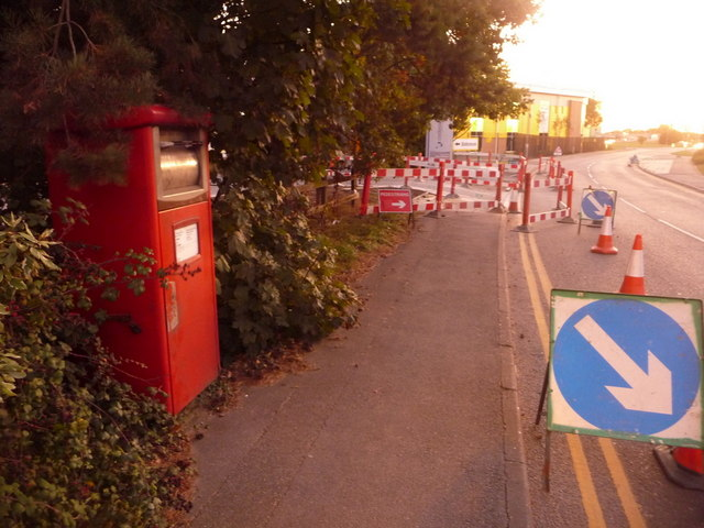 Fleetsbridge: postbox № BH17 207, Nuffield Road