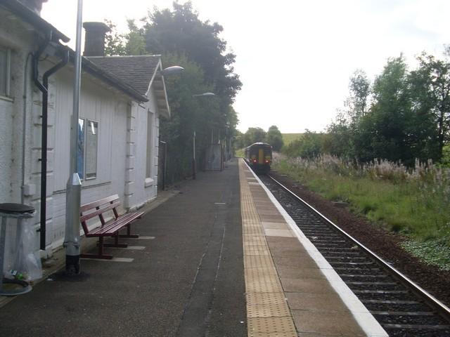 Train leaves Thorntonhall station