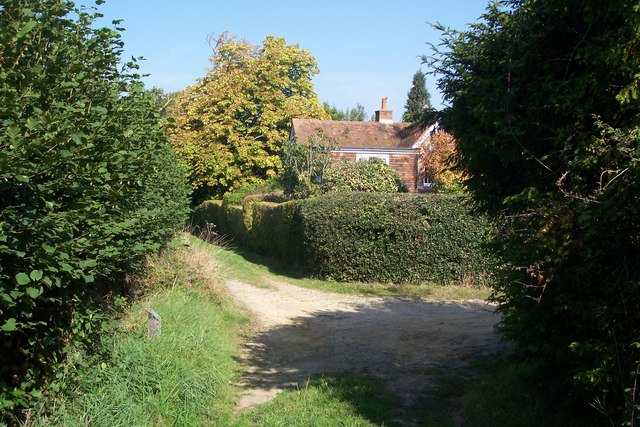 Footpath junction near Riseden