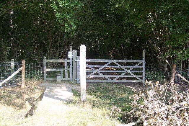Stile and gate near Kilndown Wood
