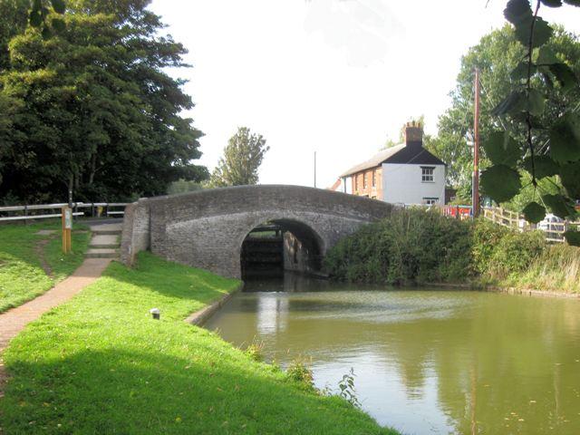 Grand Union Canal: Dudswell Bridge No 138