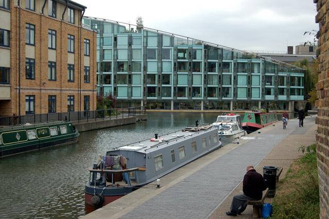 Looking west towards City Road Basin, Regents Canal, Islington